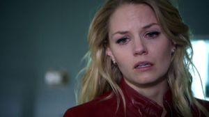 Emma sees Henry's body